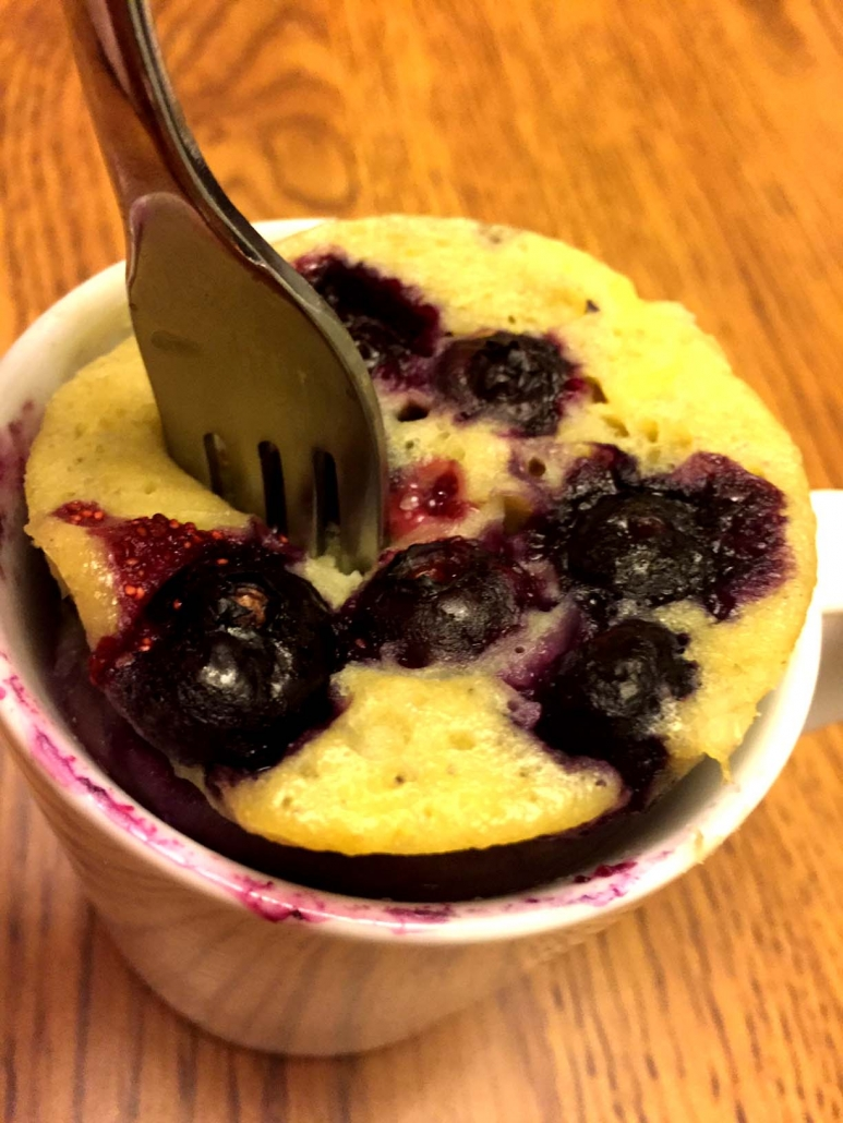 healthy blueberry banana mug cake