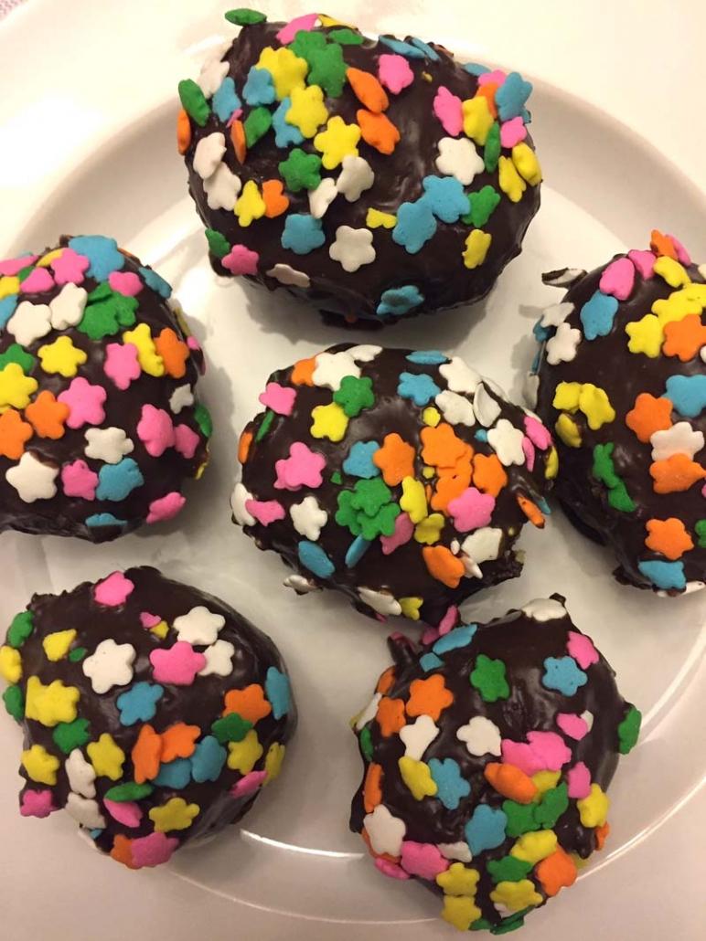 Easter Eggs cake balls