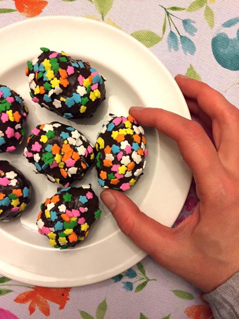 Easter Egg Shaped Cake Pops